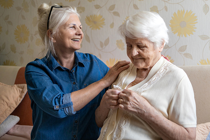 caring for middle stage dementia symptoms in seniors