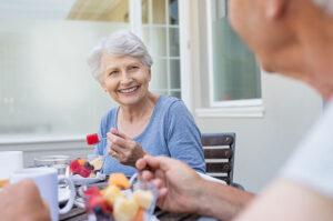senior-couple-eating-high-fiber-diet